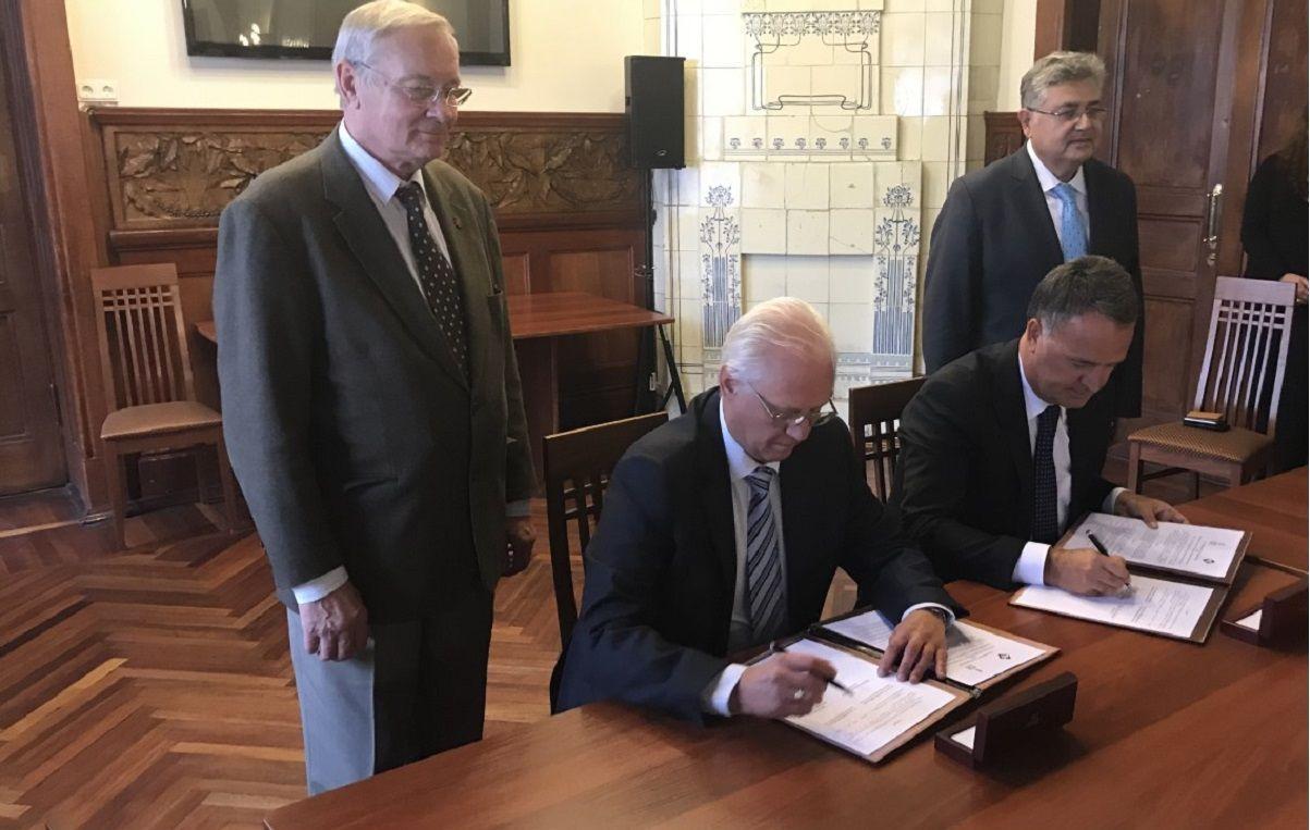 Rus ve Türk girişimciler, St. Petersburgda işbirliği anlaşmaları imzaladı 85